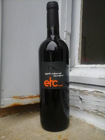 vin du Pays d'Oc etc... A boire sur le fruit sur charcuteries, viandes blanches et rouges, fromages..... 6€ la bouteille.