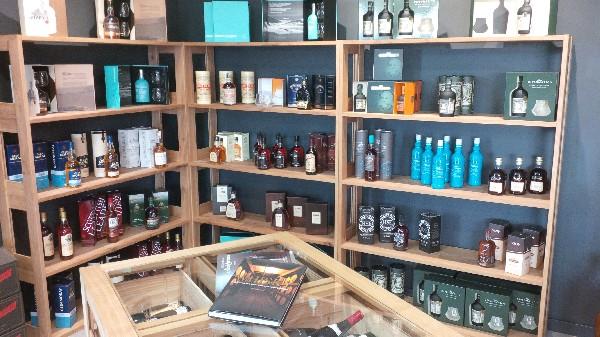 Très jolie sélection de Whisky et Rhums du monde.